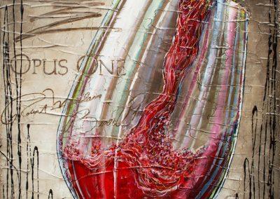 Remplir un verre de vin rouge Opus One