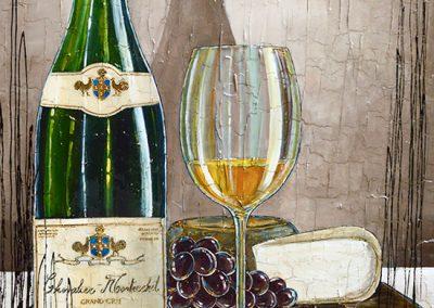 Bouteille de vin blanc avec plateau de fromage et raisin