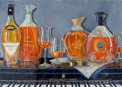 Bouteilles de cognacs prestigieux posées sur un piano