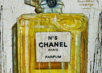 Flacon de parfum Chanel N°5 dans son écrin