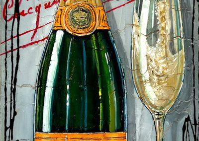 champagne versé dans une coupe avec sa bouteille et marquage de la marque Veuve Clicquot